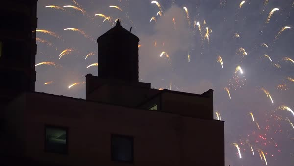 Hand-held shot of Independence Day fireworks in New York City Royalty-free stock video