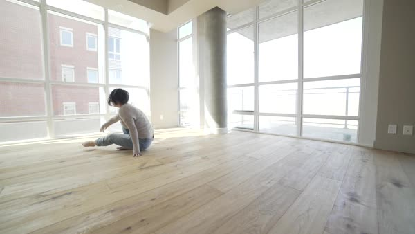 Wide shot of a dancer practicing in a studio Royalty-free stock video