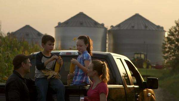 Caucasian family on pickup truck eating fresh corn Royalty-free stock video