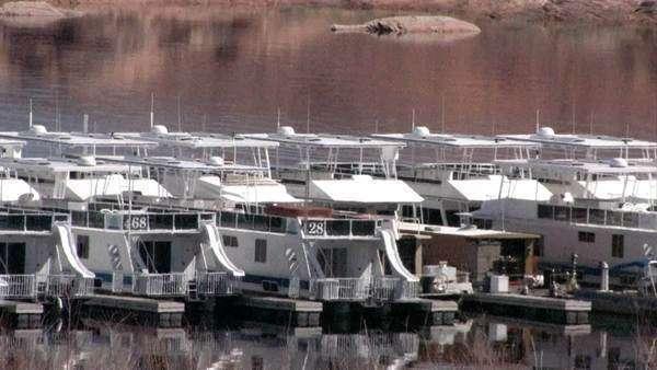 Row Of Houseboats In Dock At The Marina At Lake D223 4 680