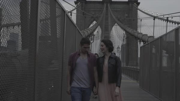 Tracking shot of a couple walking on Brooklyn Bridge Royalty-free stock video