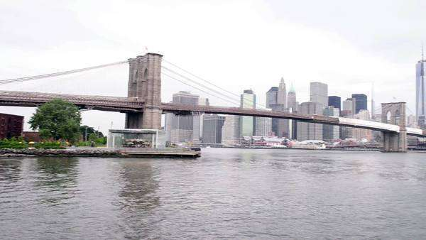 Brooklyn bridge on a summer morning Royalty-free stock video