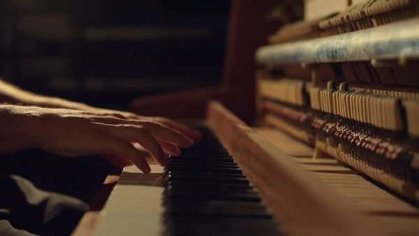 A man is playing a nice old piano in a studio. Royalty-free stock video