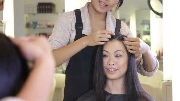 MS, Hairdresser styling hair, talking with customer in mirror Royalty-free stock video