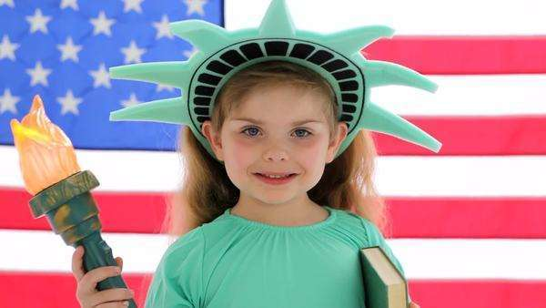 Young girl dressed like Statue of Liberty Royalty-free stock video