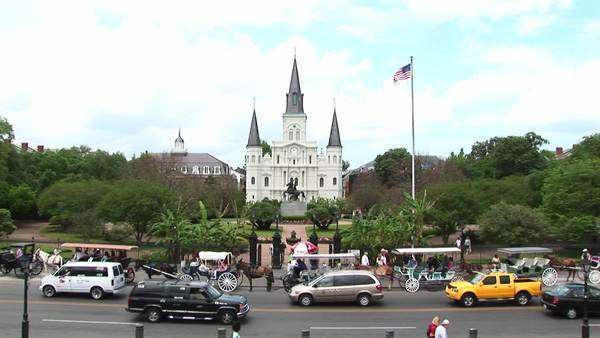 Traffic and pedestrians pass in front of Jackson Square in the New Orleans French Quarter. Royalty-free stock video