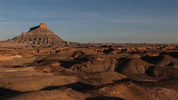 Long shot of a remarkable rock formation in the desert. Royalty-free stock video