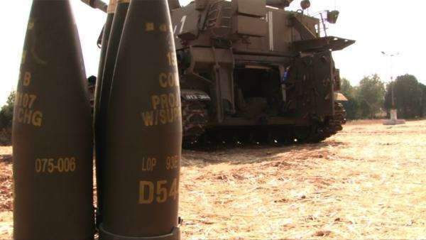 Artillery shells stand behind a tank in Israel. Royalty-free stock video