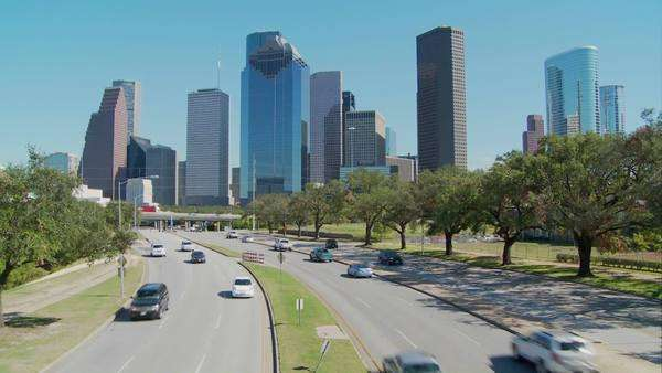 Cars drive along a highway leading into downtown Houston. Royalty-free stock video