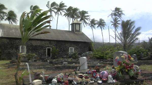 Wind blows over a heavily decorated grave on a tropical island. Royalty-free stock video