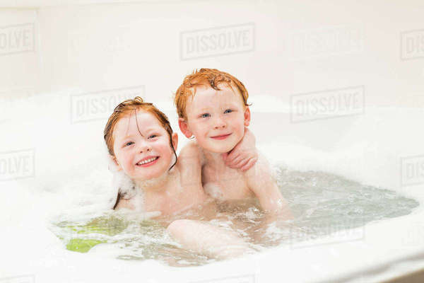 Sister and brother (2-3, 4-5) having bubble bath Royalty-free stock photo