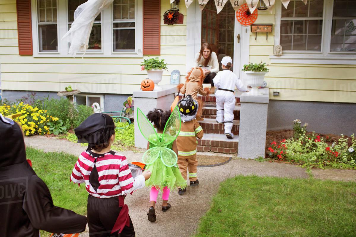Children (2-3, 4-5) wearing costumes on halloween Royalty-free stock photo