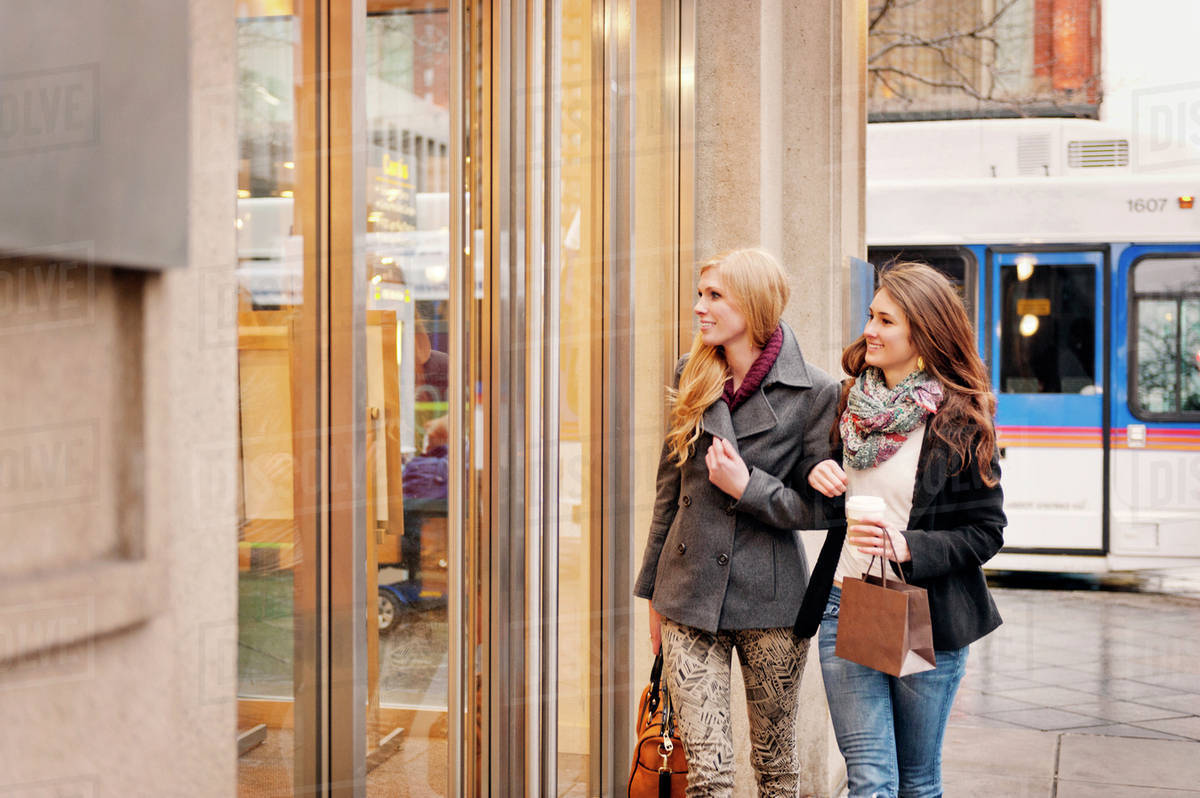 Two young women window shopping Royalty-free stock photo