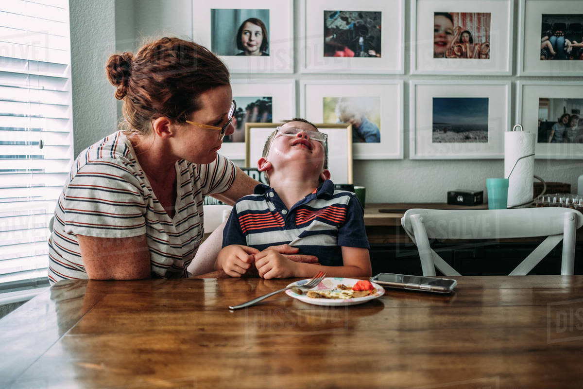 Mom holding boy while he is crying Royalty-free stock photo