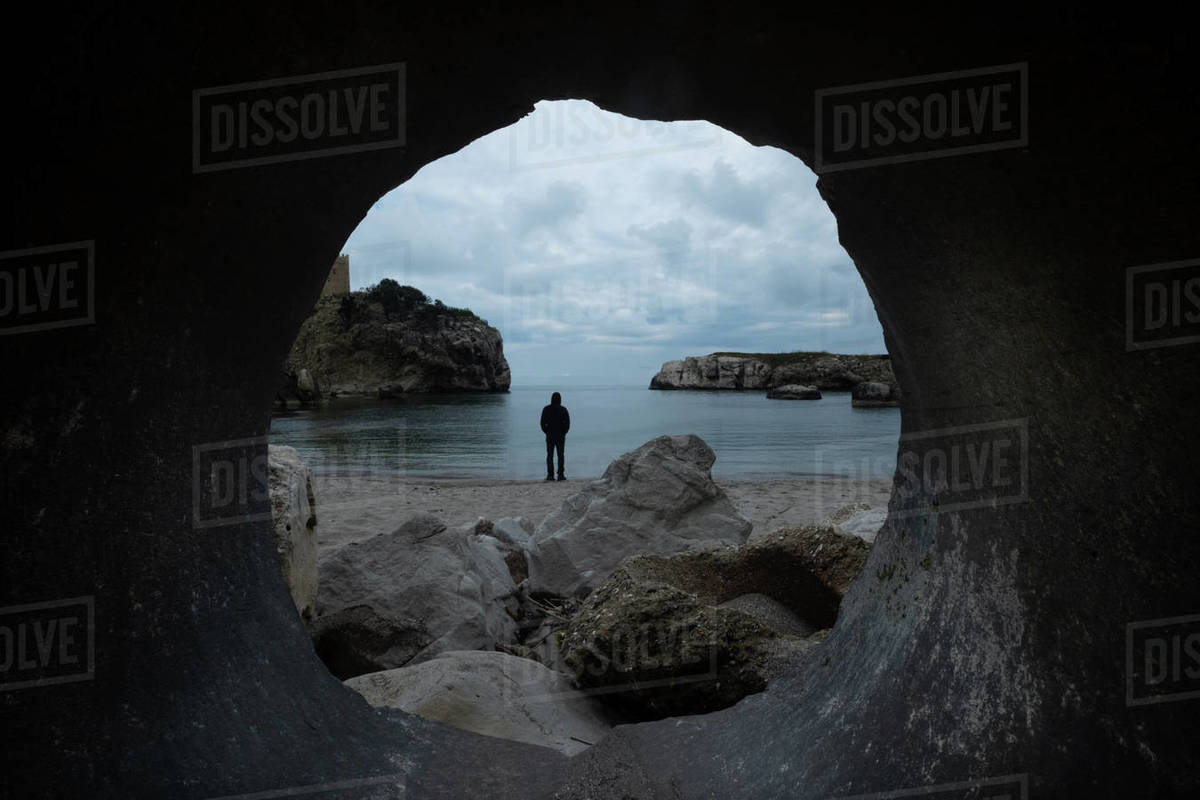 Man standing by the sea seen through a hole Royalty-free stock photo