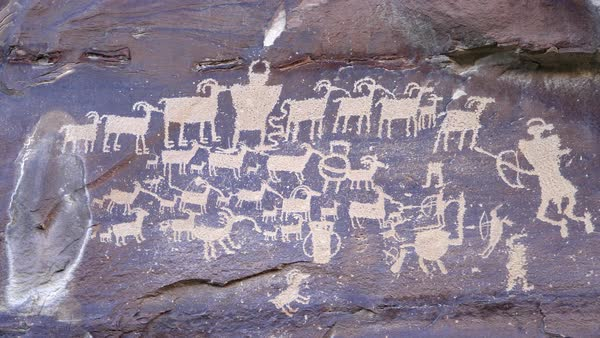 Great Hunt Panel petroglyph  in Nine Mile Canyon panning from left side of artwork to right side. Royalty-free stock video