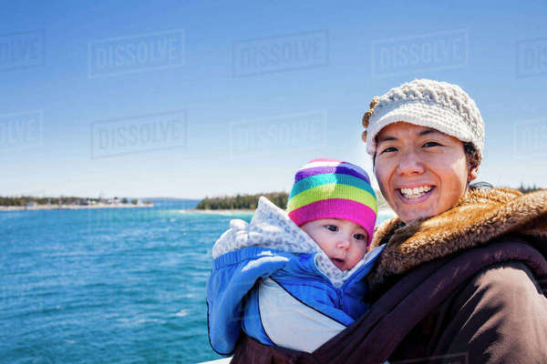 Mother Giving Naked Daughter Piggyback Ride Into Lake, Sandpoint, Idaho, Usa - Stock -5134