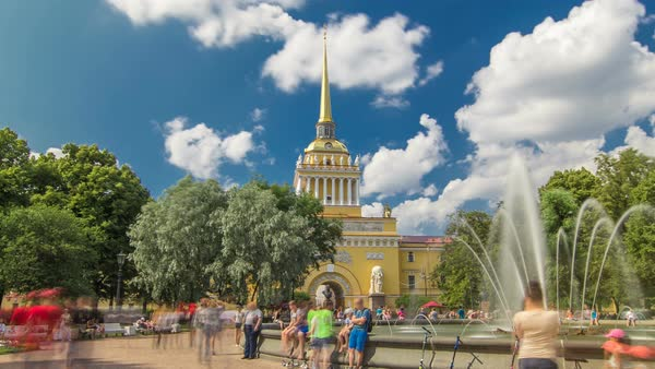 The fountain at the main entrance to the Admiralty building timelapse hyperlapse Sunny summer day in St. Petersburg. People walk around Royalty-free stock video