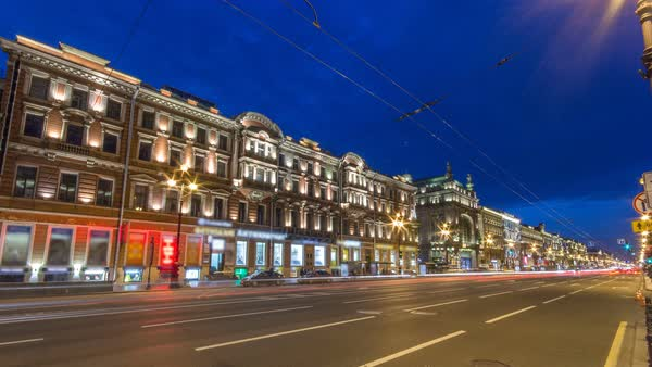 Movement on the night Nevskiy prospekt of Sankt-Peterburg timelapse. Traffic on the road Royalty-free stock video