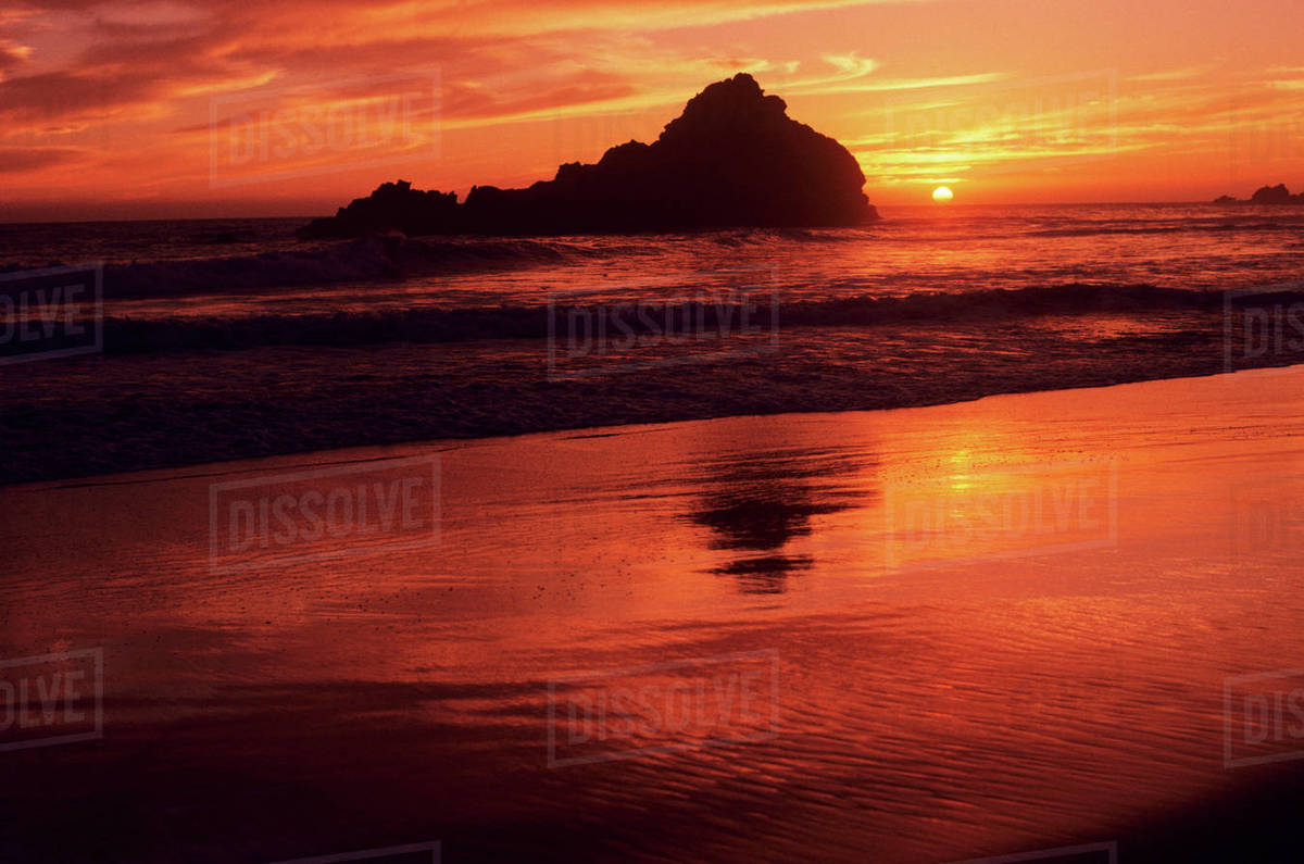 California Sur Coast Gorgeous Red Sunset Over Beach And Ocean