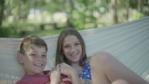 Children in hammock together Royalty-free stock video