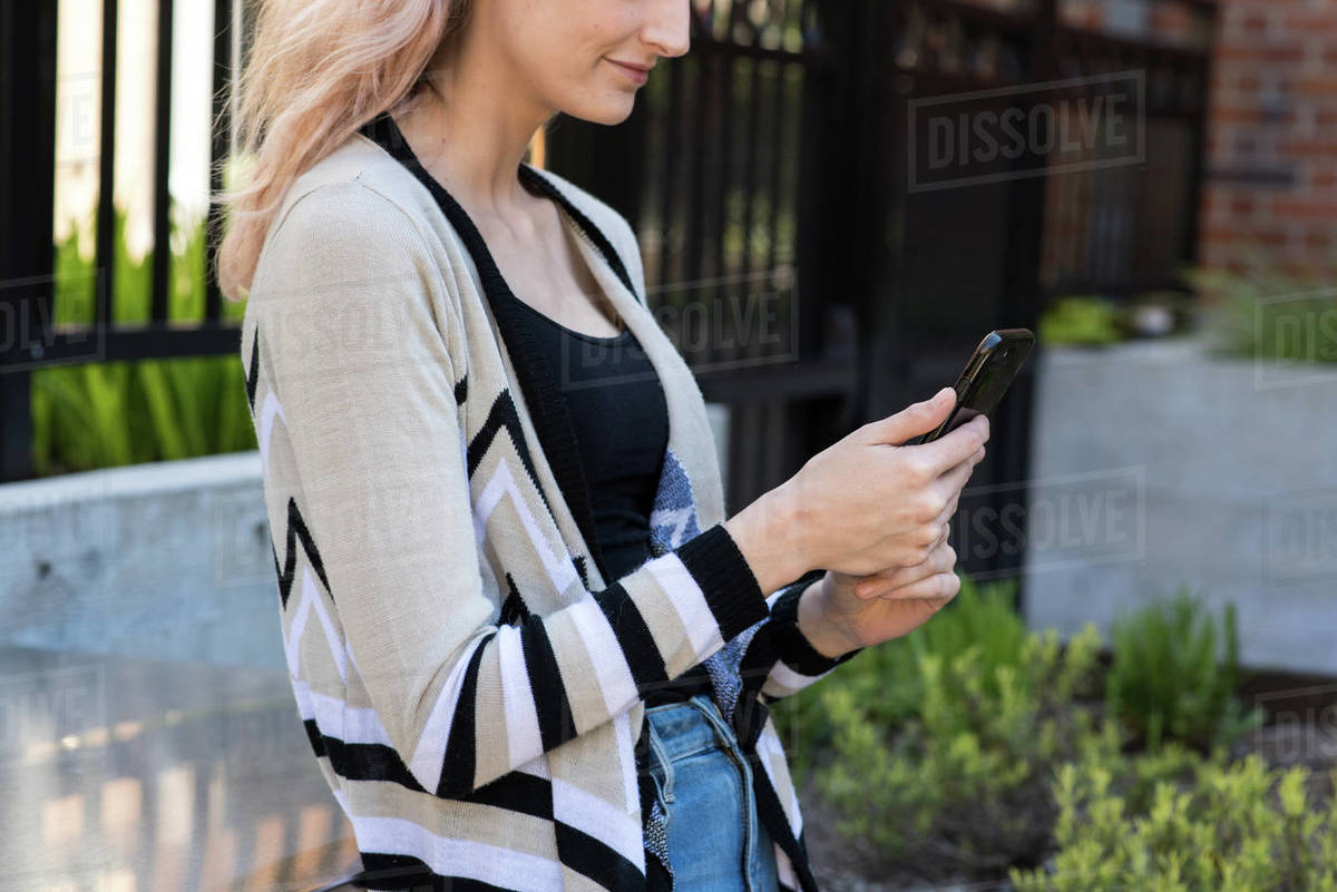 Cropped photo of young woman using smart phone Royalty-free stock photo