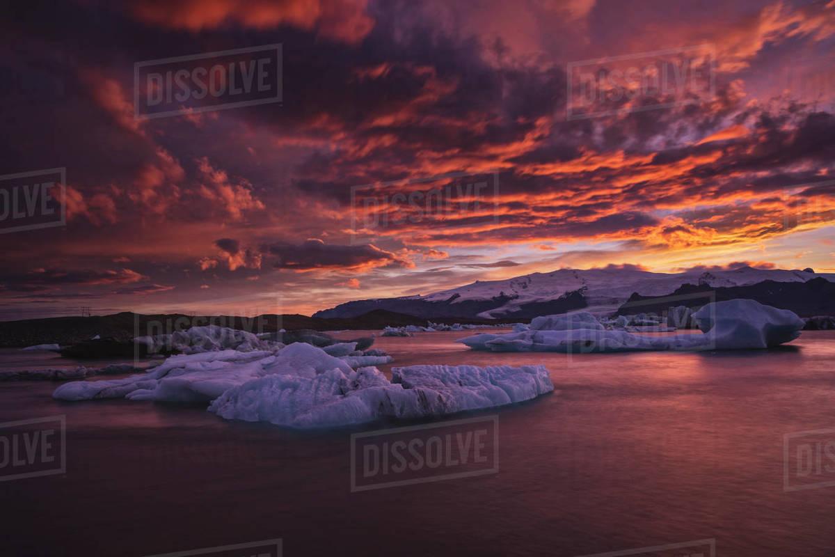 Dramatic Sunset over Ice in Jokulsarlon glaciar lagoon Royalty-free stock photo