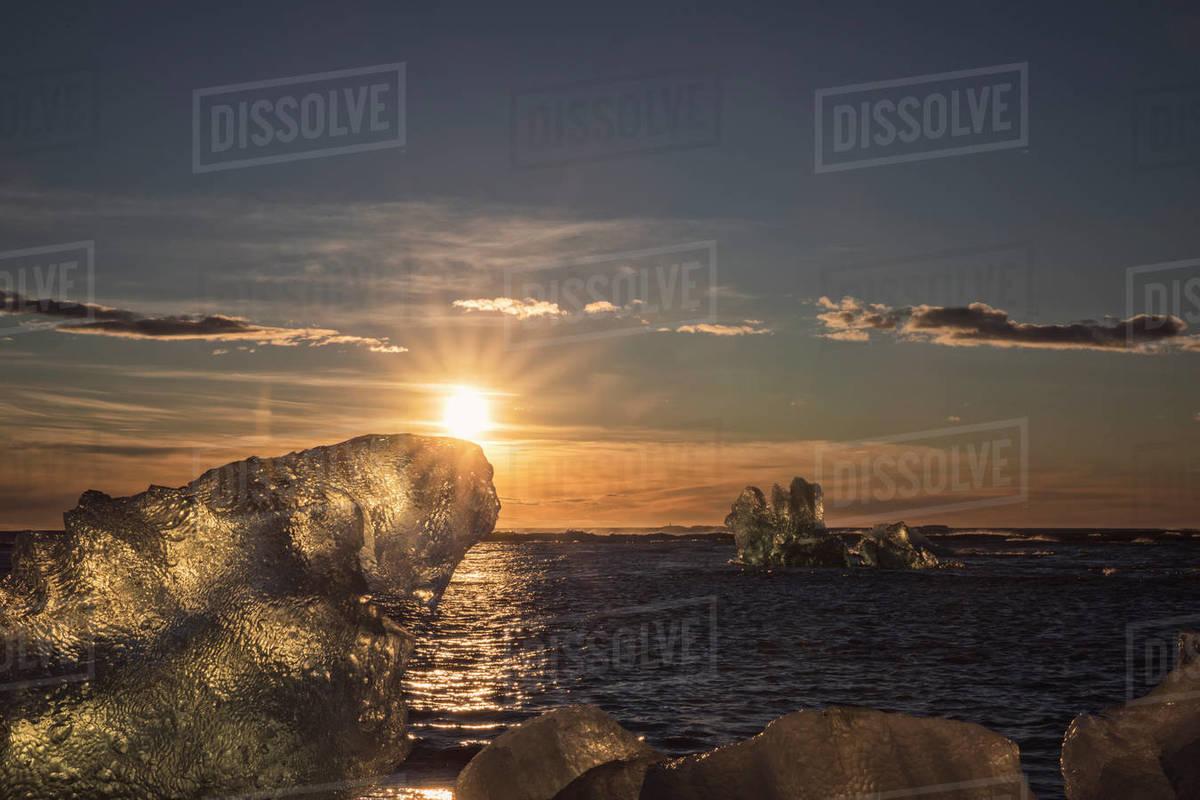 Sunrise over icebergs Royalty-free stock photo