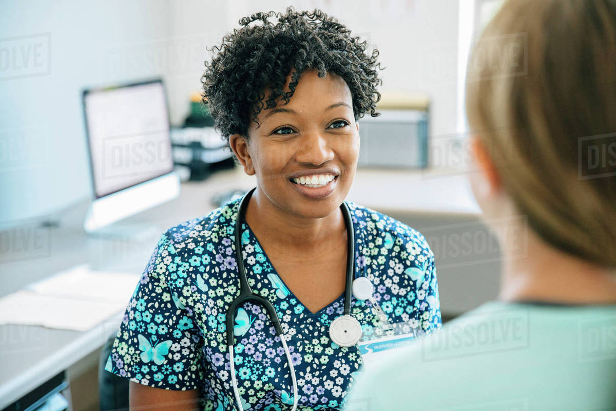 Nurse smiling at girl Royalty-free stock photo