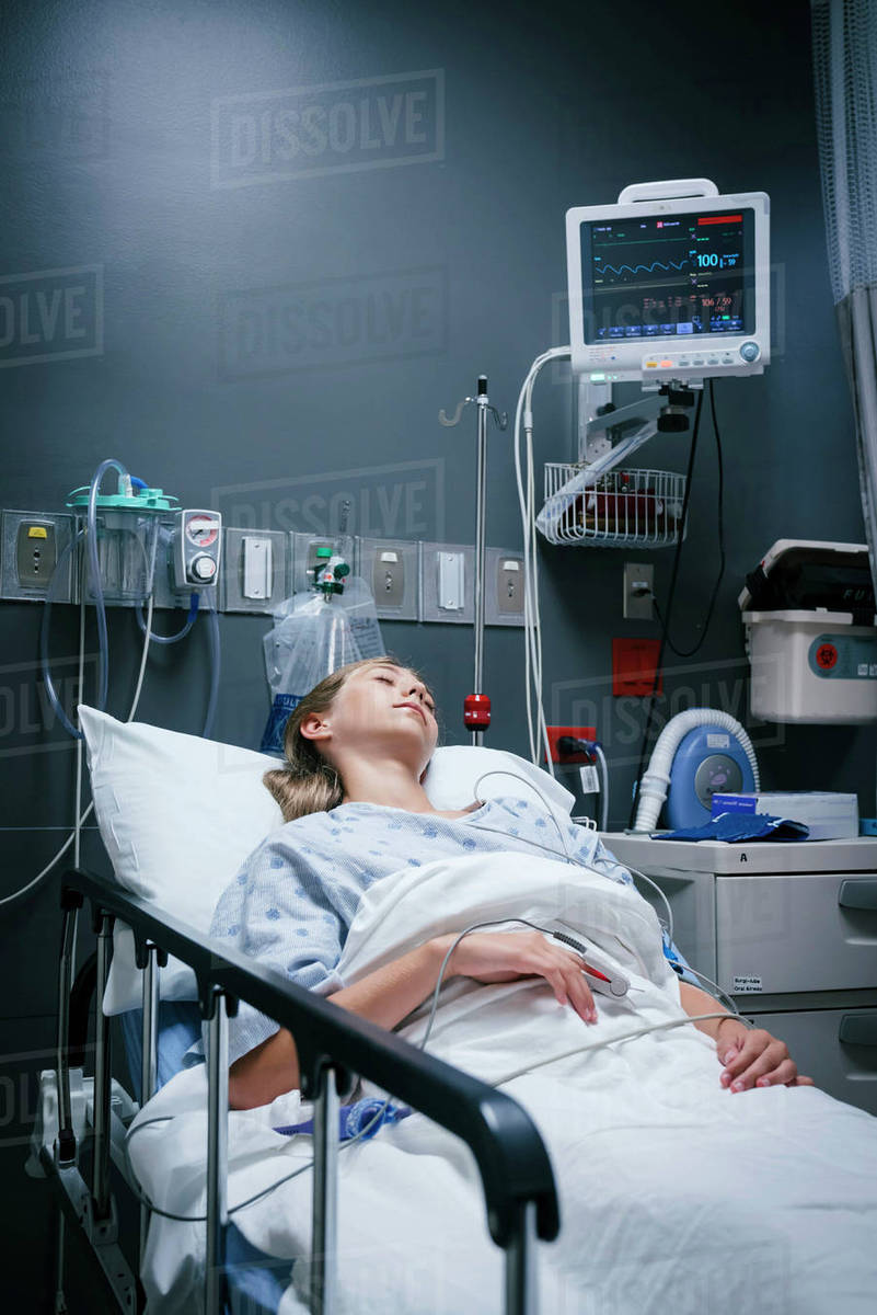 Exceptionnel Caucasian Girl Sleeping In Hospital Bed