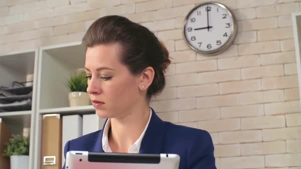 Woman planning her business schedule using tablet to check new appointments Royalty-free stock video