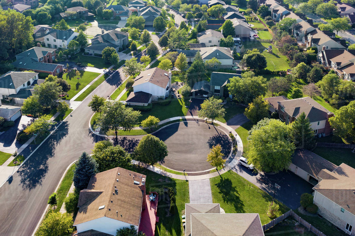 Aerial view of a neighborhood in suburban Chicago during