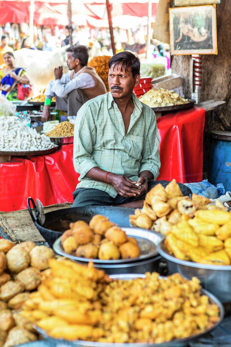 Street food vendor at the Pushkar Camel Fair, Pushkar, Rajasthan, India, Asia Royalty-free stock photo