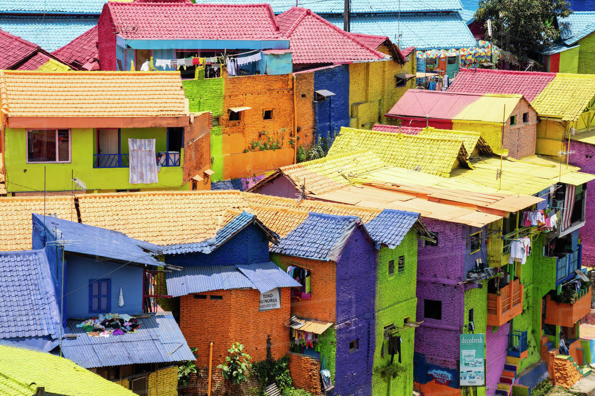 The Brightly Painted Warna Warni Kampong Or Shanty Town Slum Malang Java Indonesia Southeast Asia Asia Stock Photo Dissolve
