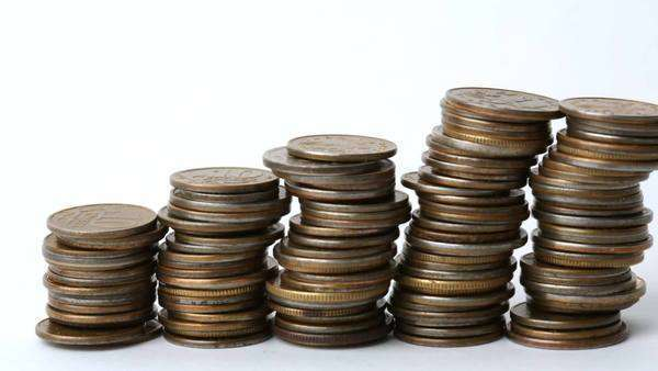 Five piles of coins in graph position. Stop motion Royalty-free stock video