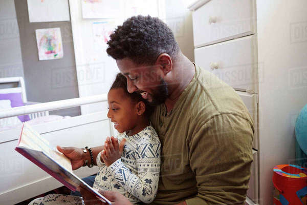 Father reading to daughter Royalty-free stock photo