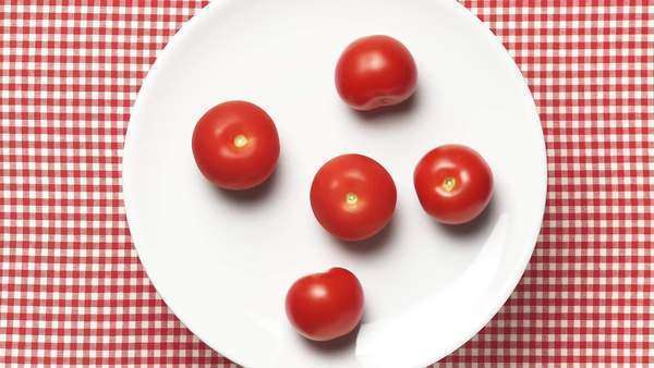 Five tomatoes on a rotating plate Royalty-free stock video