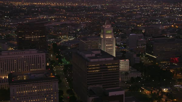 Aerial view of Los Angeles city hall at dusk.   Royalty-free stock video