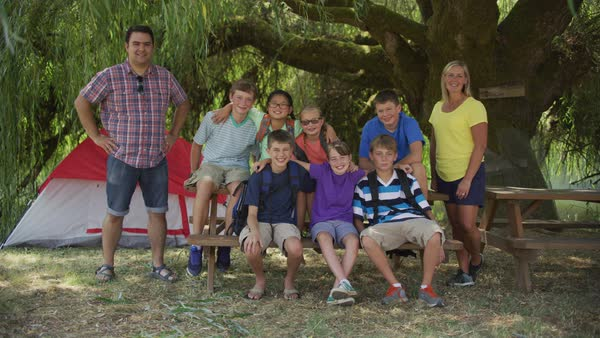 Group photo of kids at summer camp with leaders Royalty-free stock video