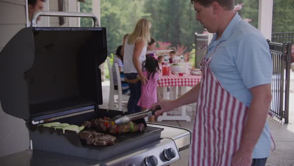 Serving food from grill at backyard barbeque Royalty-free stock video