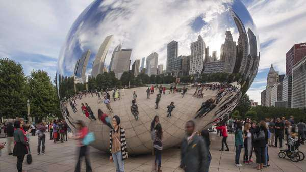 'Cloud Gate' or 'The Bean' in the Millennium Park, Chicago, Illinois, USA Royalty-free stock video