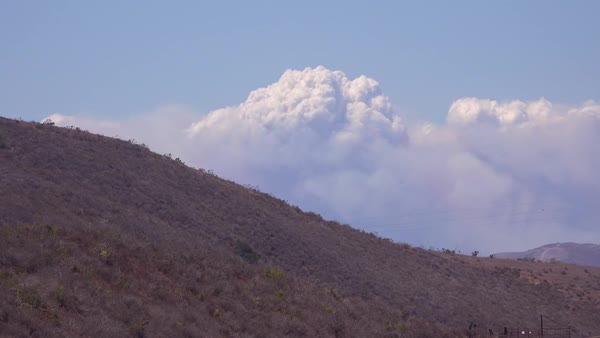 Time lapse of a huge smoke plume from wildfires in the Santa Ynez Mountains, California. Royalty-free stock video