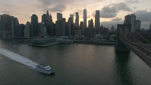 Evening drone view of Brooklyn bridge and yacht Royalty-free stock video
