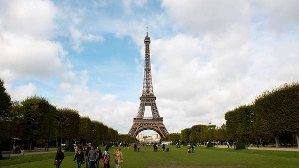 Timelapse zoom of the Eiffel Tower daytime, Paris France Royalty-free stock video