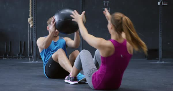 Long shot of a couple working out with heavy medicine ball Royalty-free stock video