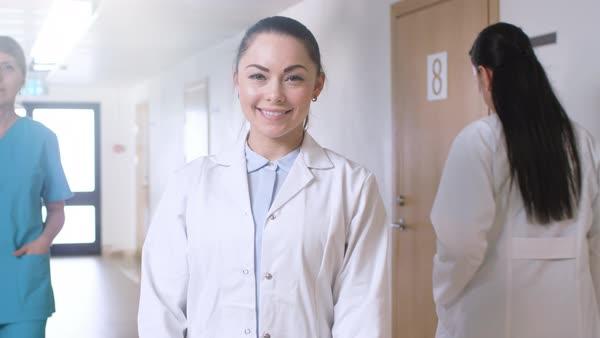 Трое красивых медсестер — img 8