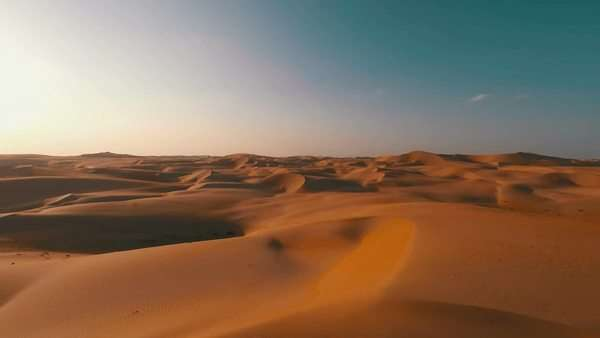 Flying backwards over picturesque sand dunes in the Arabian desert Royalty-free stock video