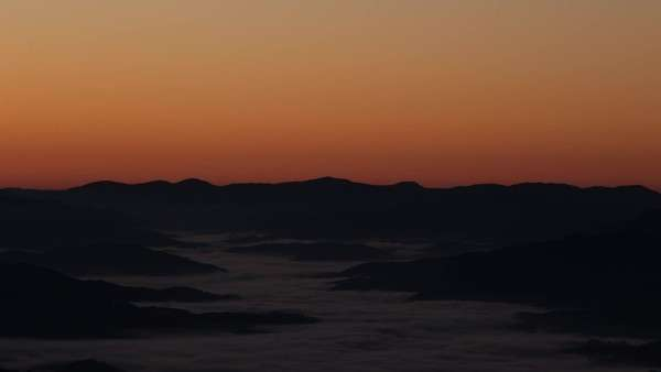 Low fog as the sun rises in The Great Smoky Mountains, timelapse Royalty-free stock video