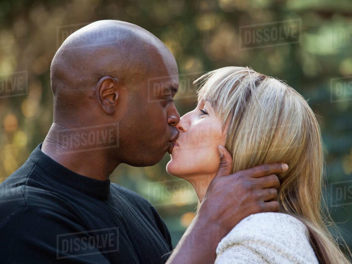 Interracial dating i Canada