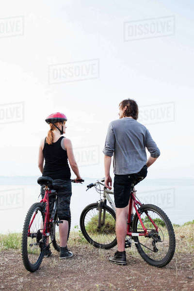 Couple with bikes enjoying view Royalty-free stock photo